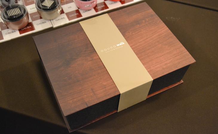 ガウラウォークの外箱。木目調のデザインで高級感がある